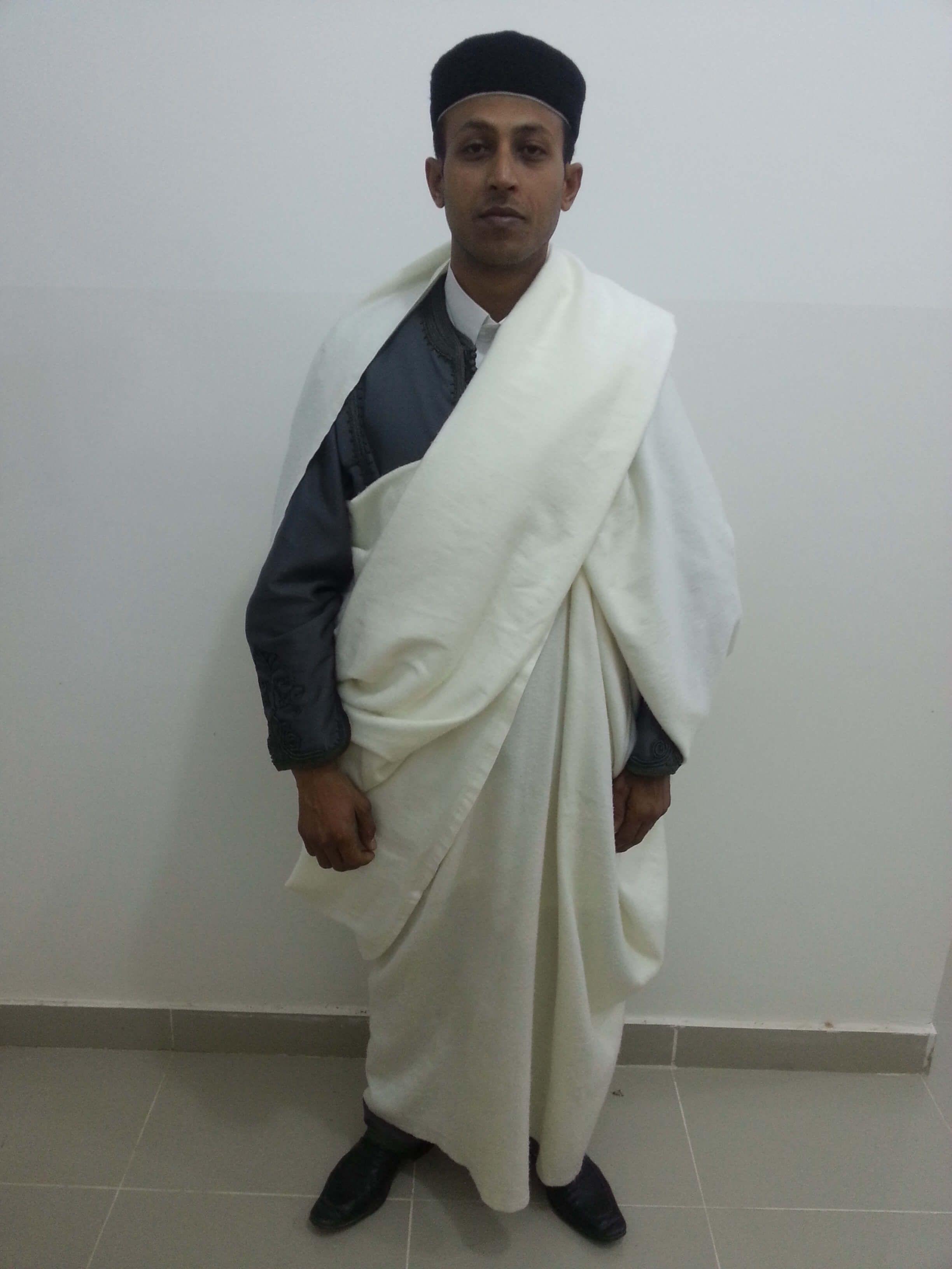 طريقة لباس الجرد الليبي- على الكتف الايسر