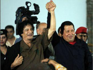 القذافي وهوغو تشافيز